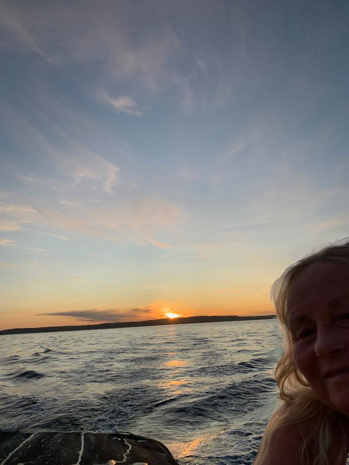 Dikt, gjennom livets krumspring,  poesi,  gjennom sinna sjø og buketter med roser, poem, sjøen går hvit i fjorden, lyrikk, forfatter R.R. Kile