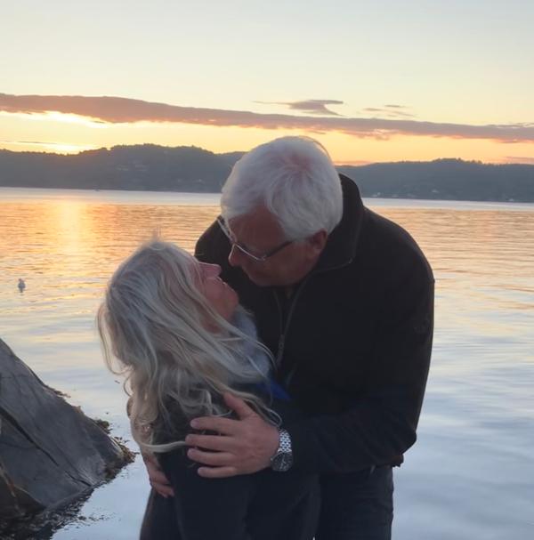 Poem, dikt, poesi, lyrikk, å danse vannperler sammen, ta på dansesko, havet skjenker, Forfatter R.R. Kile