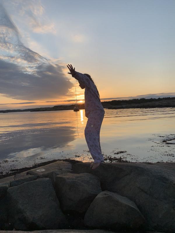 Poesi, Poem, Ordlek, Verselinjer, versemål, hode, hjerte, hånd, å drysse vannperler, vi er mer enn epleskall, syng meg en diamant, være som ei måke er,  fremtid av fortid i nåtid,  Forfatter R.R. Kile
