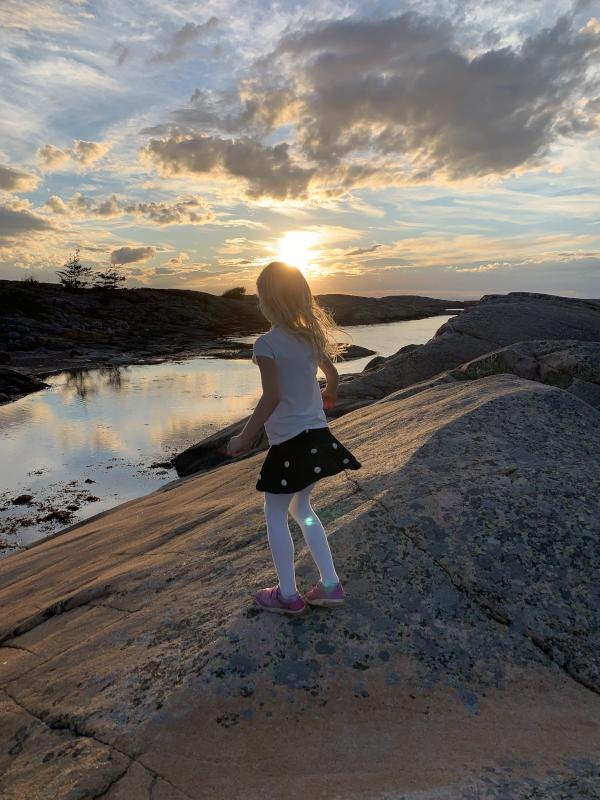 Poesi og lyrikk, Dikt, Vers, Poem, Versemål verselinjer,  ordlek, smake havet i hjertet, håpets vinger, å vugge på havvinders bris, hei, vesle pike, forfatter R.R. Kile,