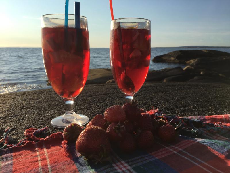 Dikt, gjennom livets krumspring,  poesi,  gjennom sinna sjø og buketter med roser, poem, sjøen går hvit i fjorden, lyrikk, jordbær er røde for alle,  forfatter R.R. Kile