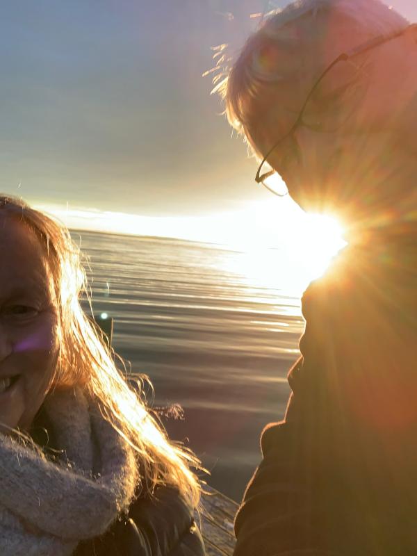 verselinjer og ord, gjennom livets krumspring, dikt, poesi,  gjennom sinna sjø og buketter med roser, poem, sjøen går hvit i fjorden, lyrikk, forfatter R.R. Kile