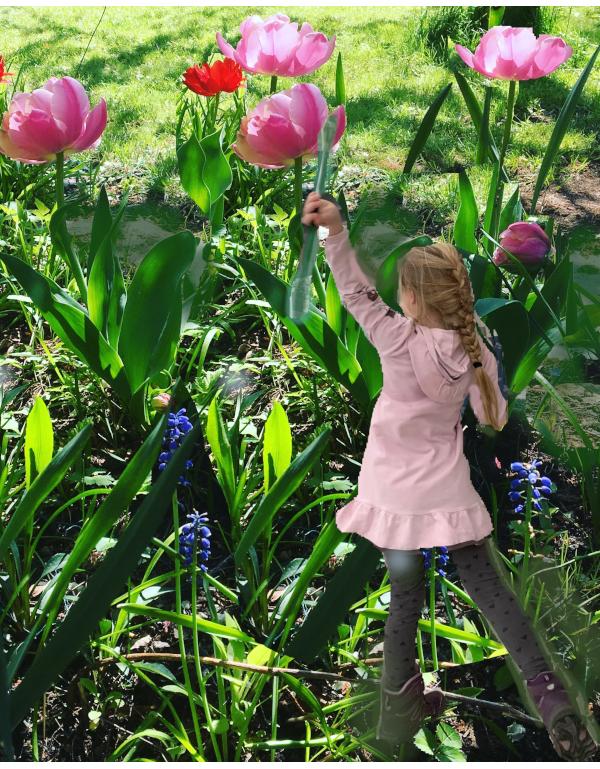 Dikt og ordlek, I det blåeste blå sitter våren og smiler, verdenborgere er vi, gjennom semulegrøt og havregrøt dit høye tinder faller,  vers, lyrikk, borgere av livet, Forfatter R.R. Kile