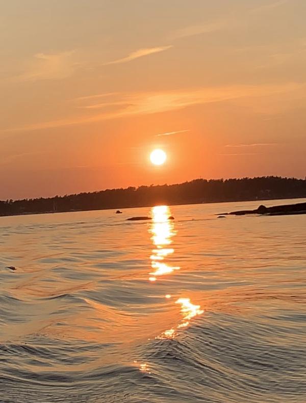 Ordlek og Poesi, der feer byr havfruer opp til dans, jeg tror endorfiner er solfeer, vannperler leker i lufta, vinteren har lagt seg flat for den spirende vår, årstidene danser rundt med oss, Dikt, Vers, verselinjer, versemål, ordlek poem, , lyrikk, Forfatter R.R. Kile