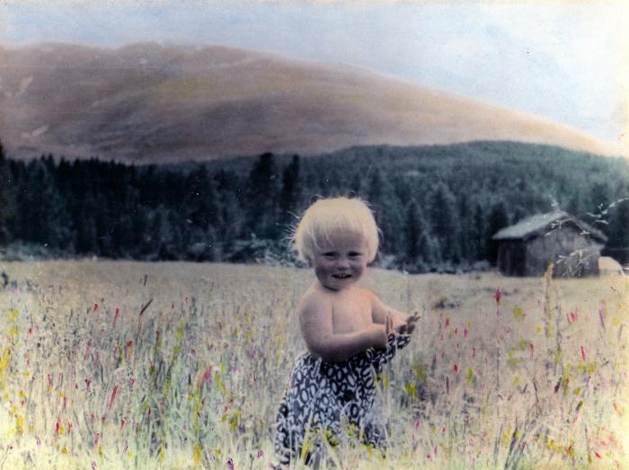 Dikt, på en setervang, treet, håpet, vi puster sammen, mennesker og trær, dyr, hjerter til hjerter, hjertet menneskers sanne hjem. Kan vi ikke bare tenne lys i sola så den ser bedre,  poesi, lyrikk, forfatter R.R. Kile.