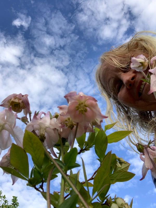 Å leke frem fremtid med gulltråder, å skinne livet i et lys, barndomslandet,  å plante verdens frø, frosten, de forkledde vanndråper, gå du, Dikt, Poesi, Forfatter R.R. Kile.